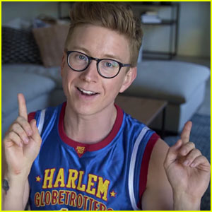 Tyler Oakley Reacts to 'Best & Worst' Super Bowl Halftime Shows (Video)