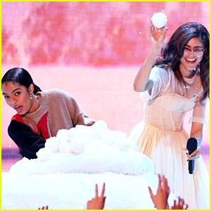 Zendaya & Yara Shahidi Get Into a Snow Ball Fight at KCAs 2018!