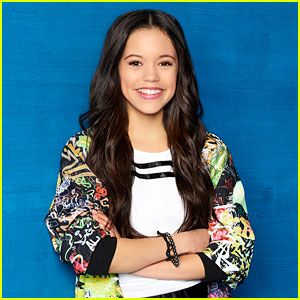 Jenna Ortega Tears Up in Emotional Speech After 'Stuck in the Middle' Wrap