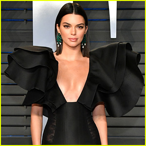 Kendall Jenner Looks Pretty & Glam at Vanity Fair's Oscars Party!