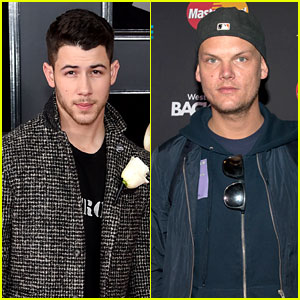 Nick Jonas Honors Avicii With 'Wake Me Up' Performance (Video)