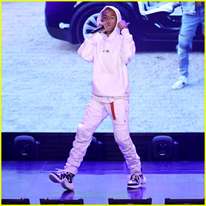 Jaden Smith Performs 'Icon' & Shows Off His Freestyle Skills - Watch!
