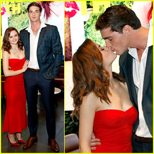 Joey King & Boyfriend Jacob Elordi Share a Smooch at 'Kissing Booth' Screening!