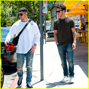 Brothers Nick & Kevin Jonas Enjoy Lunch Together in Studio City!