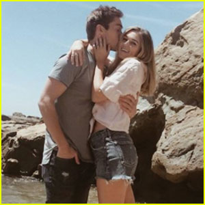 Sadie Robertson & Austin North Couple Up For Cute Beach Date!