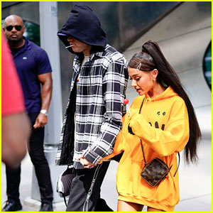 Ariana Grande & Fiance Pete Davidson Holds Hands While Enjoying Their Lollipops