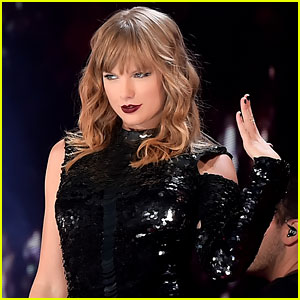Taylor Swift Greets Two Huge British Stars Backstage at London Show!