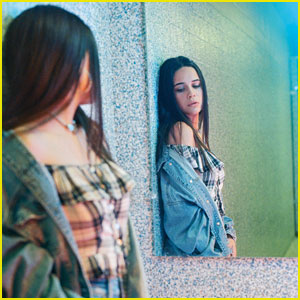 Bea Miller Joins American Eagle Ne(X)t Level Fall Jeans Campaign!