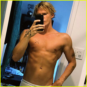 Cody Simpson Bares Hot Body in Just His Underwear!