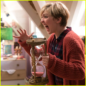 Cozi Zuehlsdorff Switches Bodies with Her Mom In New 'Freaky Friday' Sneak Peek