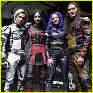 Dove Cameron & Sofia Carson's Texts About 'Descendants 3' Wrapping Up Will Give You Major Feelings
