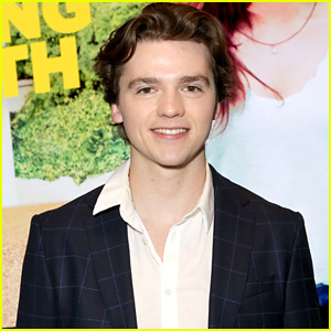 Joel Courtney Designs 'Kissing Booth' Shirt For Charity & Time Is Almost Up To Get Them!
