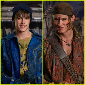 Mitchell Hope & Dylan Playfair Go Shirtless on Last Day of 'Descendants 3' Filming