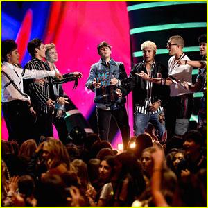 In Real Life & CNCO Form Massive Boy Band at Teen Choice Awards 2018