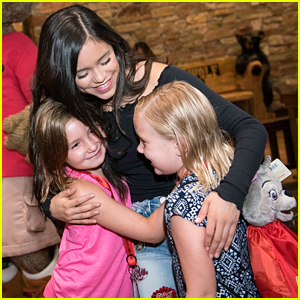 Jenna Ortega Meets & Reads To Her Biggest Fans at Great Wolf Lodge Minnesota