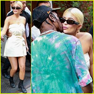 Kylie Jenner & Travis Scott Share a NYC Smooch!