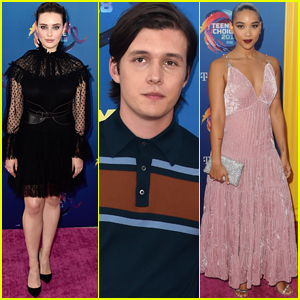 Nick Robinson & Katherine Langford's 'Love, Simon' Wins at Teen Choice Awards 2018!