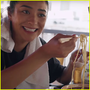 Shay Mitchell & Ian Harding Take the 'Spicy Noodle Challenge!' (Video)