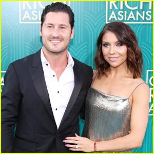 Jenna Johnson Sparkles at 'Crazy Rich Asians' Premiere with Fiance Val Chmerkovskiy