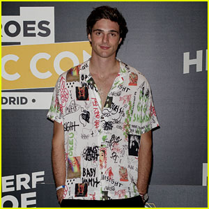 Jacob Elordi Greets Fans at 'Heroes ComicCon' in Spain