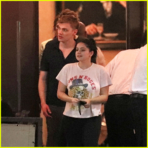 Ariel Winter & BF Levi Meaden Enjoy a Romantic Dinner Together With Friends!