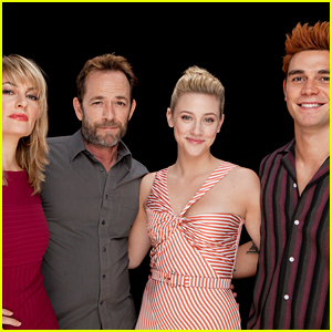 'Riverdale' Stars Promote Season 3 at Build Series!