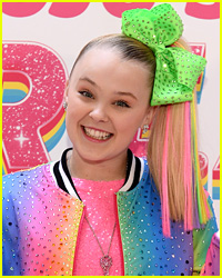JoJo Siwa Reveals What She Carries In Her Bag