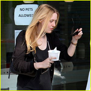 Dakota Fanning Spends Time With Her Mom During Break From Filming New Movie