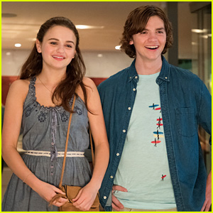 Joey King Pulls Down Joel Courtney's Pants To Celebrate 'The Kissing Booth's Netflix Reign