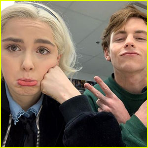 Kiernan Shipka & Ross Lynch Celebrate Last 'CAOS' Season 1 Table Read! (Video)