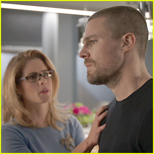 Oliver & Felicity Focus On Their Marriage In 'Arrow's Winter Premiere