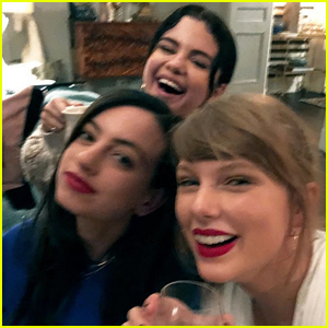 Taylor Swift Hangs Out with Selena Gomez & Cazzie David in Cute Selfie!