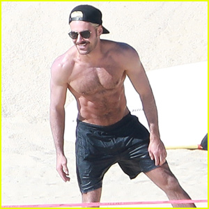 Zac Efron Shows Off His Abs During Mexico Vacation