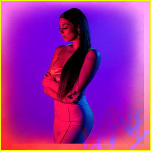 Kira Kosarin Gives Fans Ultimate Valentine's Day Treat - Her New Song 'Love Me Like You Hate Me'
