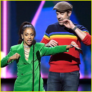 Liza Koshy Shows Off Karate Moves at Kids Choice Awards 2019