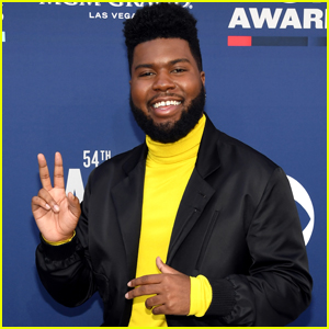 Khalid is All Smiles Arriving at ACM Awards!