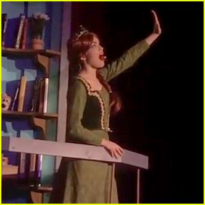 Watch Rachel Zegler Play Fiona in 'Shrek'!