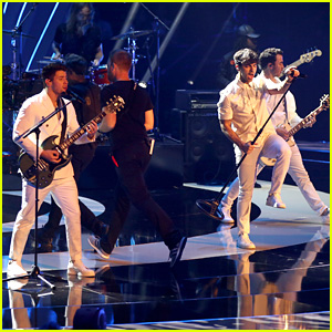 Jonas Brothers Perform 'Sucker' On 'Germany's Next Top Model' Finals