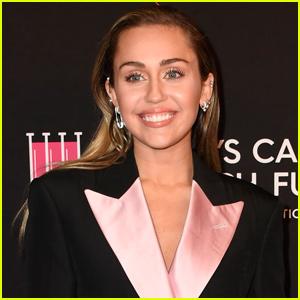 Miley Cyrus Transforms Into Joe Jonas on Snapchat!