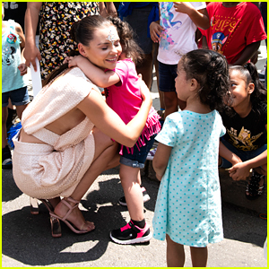 Siren's Eline Powell Meets Young Fans at The Mermaid Parade