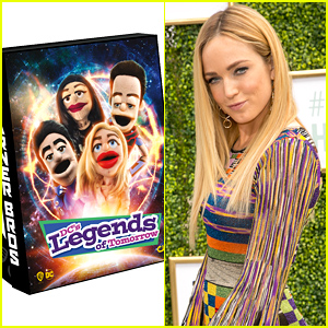 Caity Lotz Had A Good Laugh Over 'Legends of Tomorrow's Official Comic-Con Bag