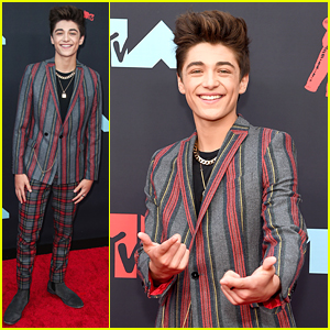Asher Angel Wears His Hair To The Sky at MTV VMAs 2019