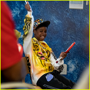The Lion King's JD McCrary Sings for Kids at Children's Hospital