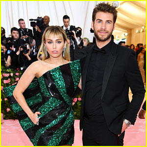 Miley Cyrus & Liam Hemsworth's Divorce Has Been 'Amicable' So Far (Report)