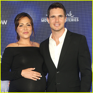 Italia Ricci & Robbie Amell Welcome First Child - Find Out His Name Here!