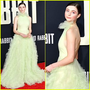 Thomasin McKenzie Has a Stunning Red Carpet Moment at 'Jojo Rabbit' Premiere!