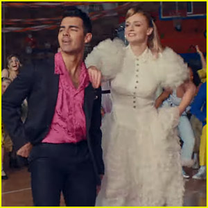 Jonas Brothers Dance with Their Wives in 'What A Man Gotta Do' Video - Watch Now!