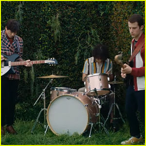 Wallows Gets Trapped in Garden Labyrinth in Trippy 'Remember When' Video - Read Lyrics & Watch!