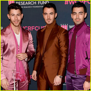 Jonas Brothers Help Support Women's Cancer Research Fund!