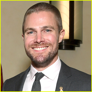 Stephen Amell Wants To Connect With People, Will Live Stream On Instagram Every Day